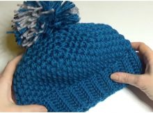 Woman's Hat With Pom Pom