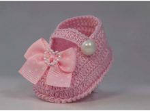 Baby Booties With Bows And Pearls
