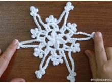Easy Snowflakes Wall Hanging